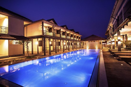 Alia Residence Business Resort: Pool area
