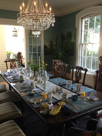 La Farge Perry House: breakfast room