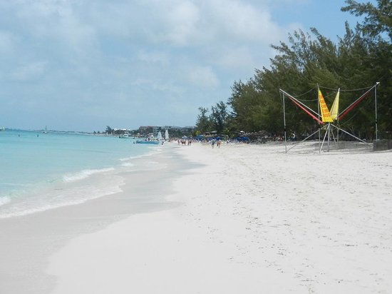Windsong Resort: Long strip of beautiful beach