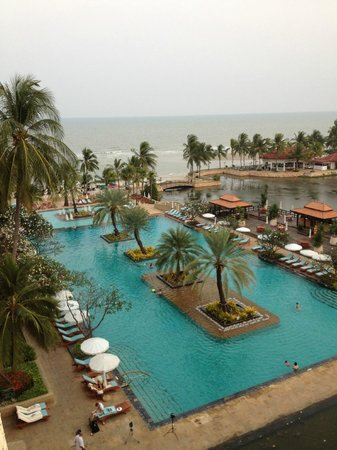 Dusit Thani Hua Hin: pool