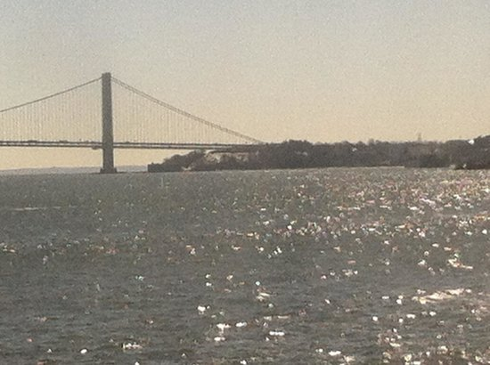 Hampton Inn & Suites Staten Island: Hotel shuttle to Staten Island Ferry..On Ferry in this pic