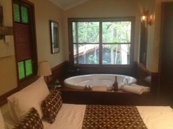 Amore on Buderim - Luxury Rainforest Cabins: Huge king size bed plus two person spa.