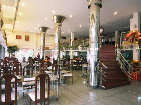 T-Pochana Ratchaprarop: T restaurant