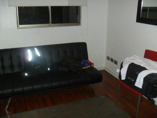 Santiago Apartamentos Centro: Sala pequena mas confortável