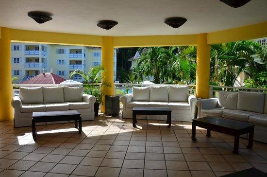Mystic Ridge Resort: View of Lounge