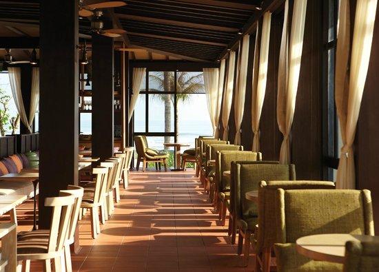 Hyatt Regency Danang Resort & Spa: Pool House - Inside