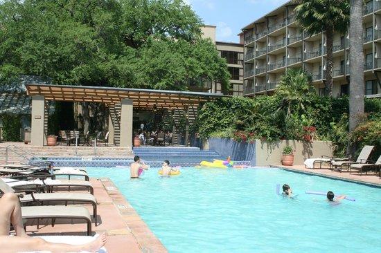 Marriott Plaza San Antonio: Resort or plain hotel. You be the judge.