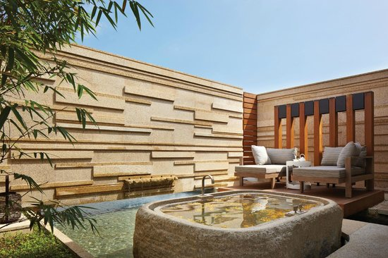 Hyatt Regency Danang Resort & Spa : VIE Spa's Outdoor bath-tub