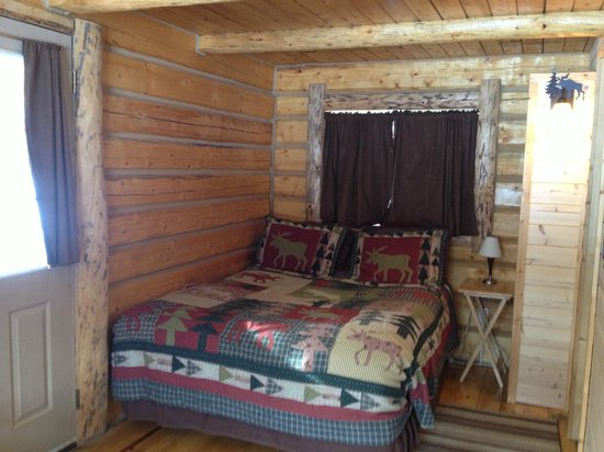 Meandering Moose Lodging: Bed in the Snoozing Moose