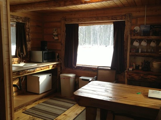 Meandering Moose Lodging: Kitchen/Dining at Snoozing Moose Cabin