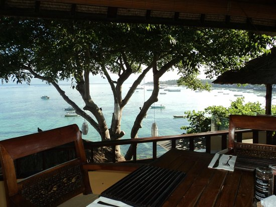 Batu Karang Lembongan Resort & Day Spa: Our amazing view for breakfast