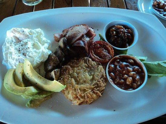 Batu Karang Lembongan Resort & Day Spa: Big breakfast...yummo