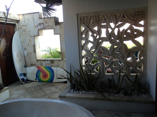 Batu Karang Lembongan Resort & Day Spa: outdoor bathroom