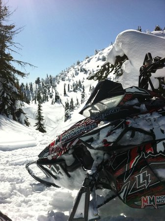 Golden Snowmobile Rentals & Tours: Beautiful scenic snowmobile ride with GSR in Golden, British Columbia