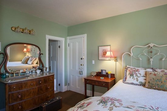 McCall House: Anna Anderson guestroom