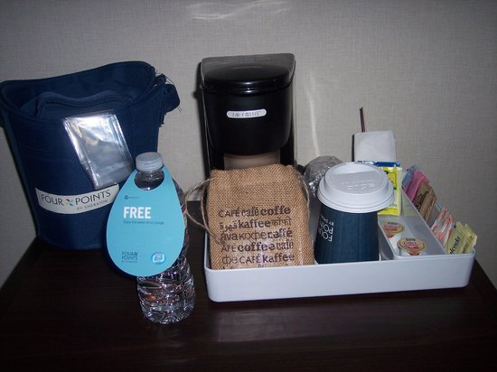 Four Points by Sheraton Ventura Harbor: Room 104: Amenities