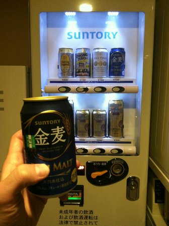 Hotel Ryumeikan Tokyo: Beer Vending Machine on the 12th floor