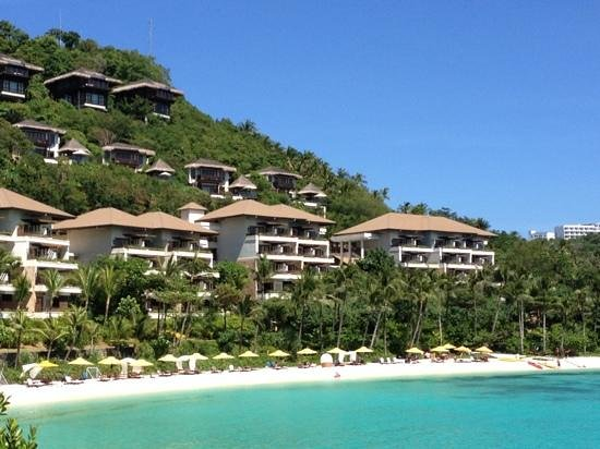 Shangri-La's Boracay Resort & Spa: vista dal mare Dell albergo