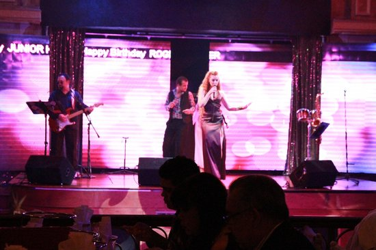 Tatiana Club & Restaurant: Stage presence