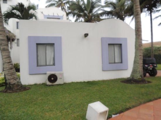 Cabo Alto Hotel & Spa: Camas en la sala, sin división ni privacidad