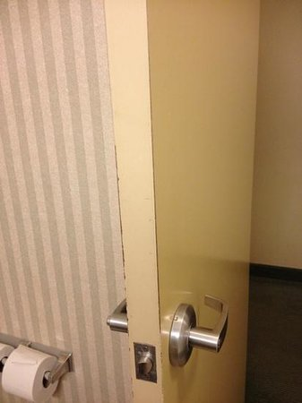 Four Points by Sheraton Cincinnati North: More paint wear.  Paint brushes must be scarce on Ohio!