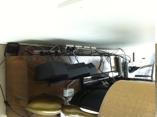 دوكلاندز بريستيج أبارتمنتس: wiring hell..1201 boyd