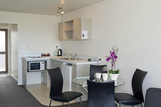 Oceanside Motel Whitianga: Deluxe kitchen