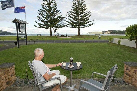 Oceanside Motel Whitianga: 1 Bedroom patio