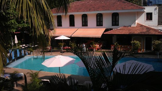 Citrus Goa: Pool and Restaurant View from the room....simply refreshing..