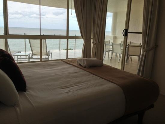 Bellevue at Trinity Beach: master bedroom overviewing the balcony