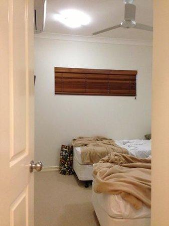 เบลเลวูแอดทรินิตี้บีช: twin beds in 3 bedroom apt