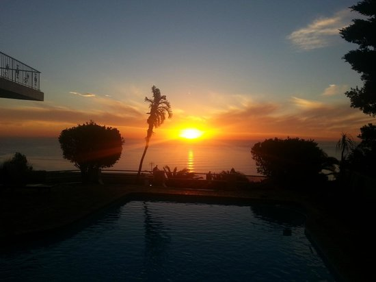 African Dreams Guest House: Sunset from the pool