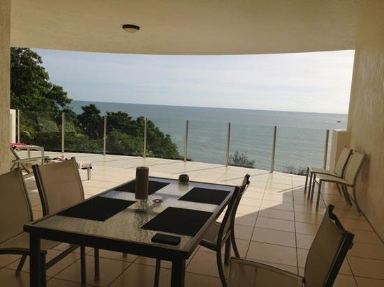 Bellevue at Trinity Beach: dinning table in the balcony