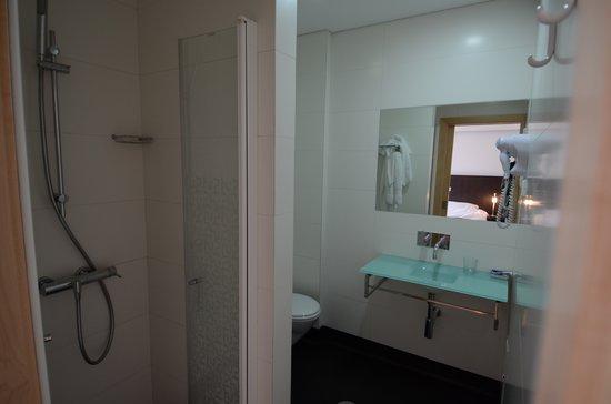 Hotel Vitoria : Salle de bain