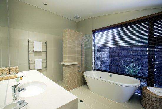Pullman Bunker Bay Resort Margaret River Region: Villa bathrooms featuring deep, indulgent bath tubs