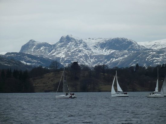 Bowness-on-Windermere, UK: Snow covered Pikes