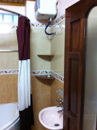 Hoa My Hotel : Bathroom