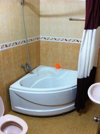 Hoa My Hotel : Bathroom clean and powerful shower