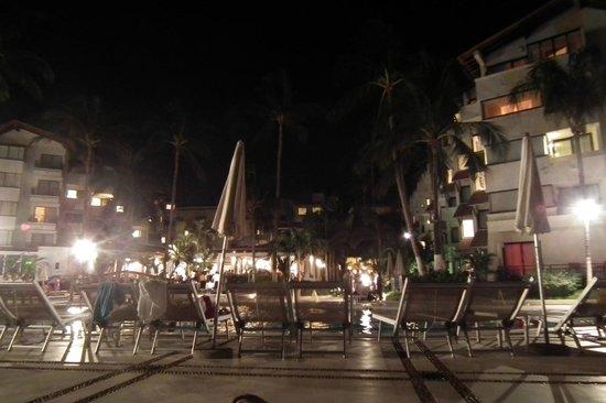 Buenaventura Grand Hotel & Great Moments All Inclusive: Hasta las 9 de la noche había gente en la alberca