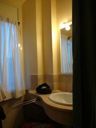 Hotel Prati: The window cum powder room