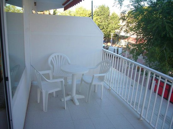 Hostal Neptuno: terraza lateral
