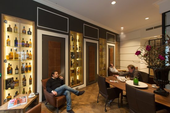 Hotel Dux: Smokers Lounge
