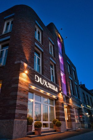Hotel Dux: The Building
