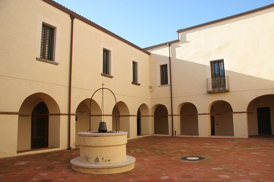 Irsina, Italy: chiostro ex convento San Francesco