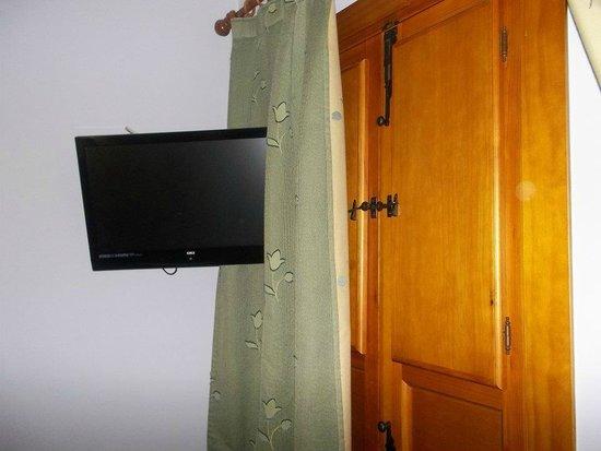 Hotel Goya: tv e armadio