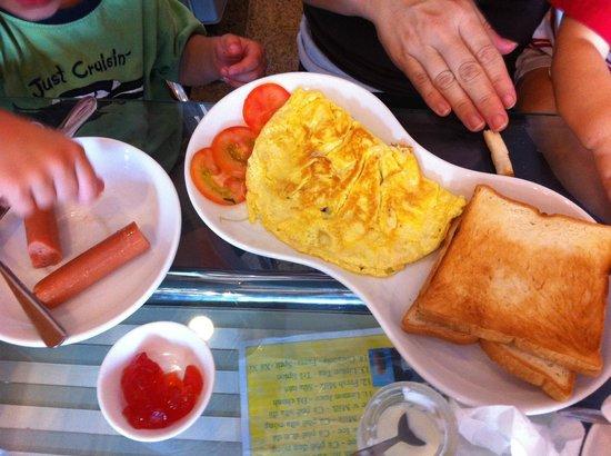 Ava Saigon 2: Breakfast choices: omelet with toast, hotdogs with toast, etc