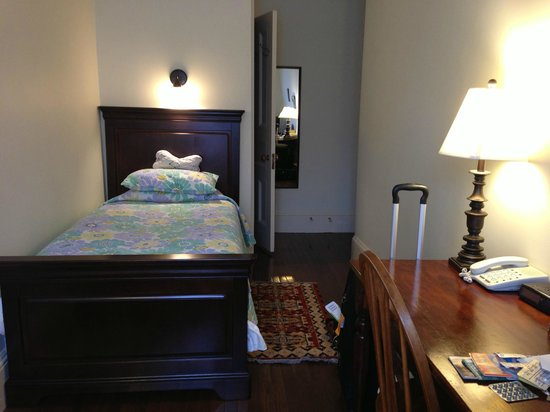 Abigayle's Bed and Breakfast: Room 3B - cozy room for one