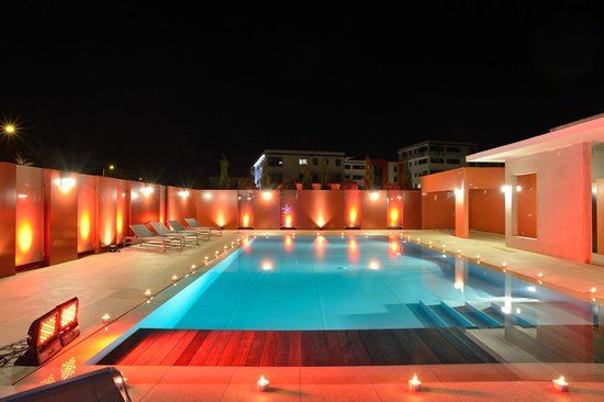 piscine ext rieure chauff e picture of kyriad prestige spa lyon est saint priest eurexpo. Black Bedroom Furniture Sets. Home Design Ideas
