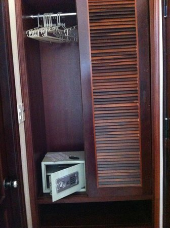 Thien An Hotel: Small safe