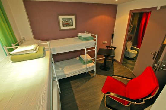 Plug-Inn Hostel: 4 Bed Dorm